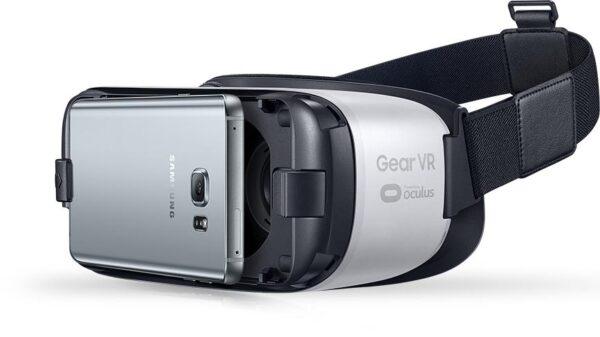 Samsung Gear VR (Powered by OCULUS)